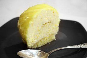 La coupe du gâteau mousse au citron